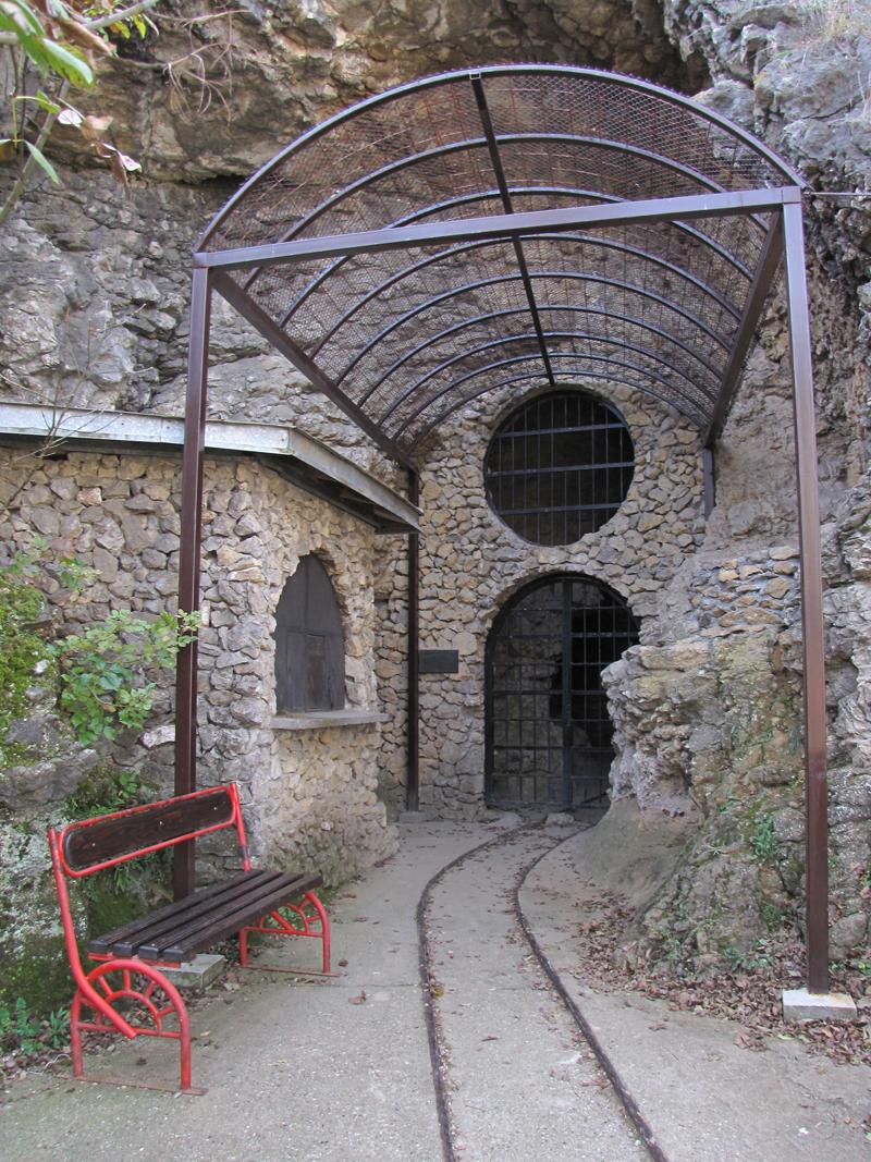 Ulaz u pećinu Risovača
