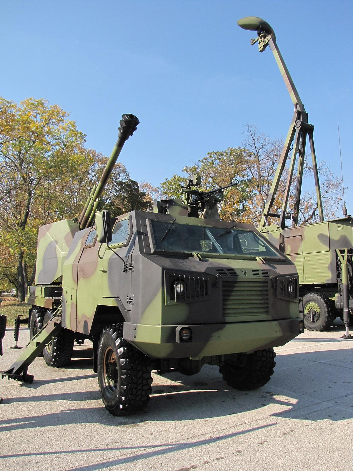 Sloboda 2017 samohodno oklopno artiljerijsko orudje M09 105mm