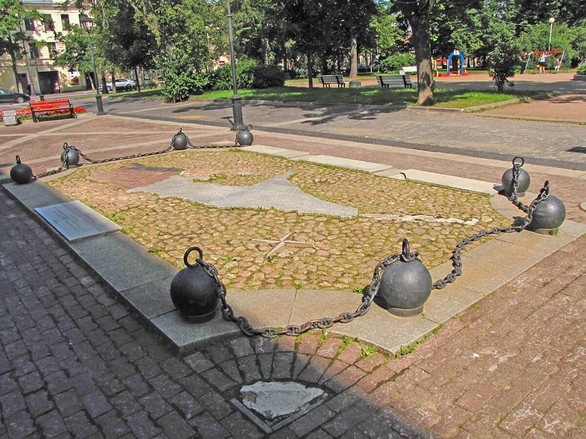 Kronstat - karta grada od granita