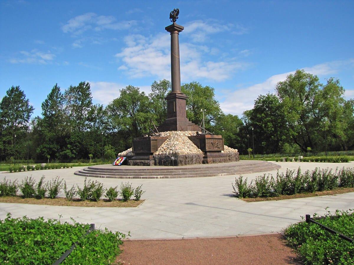 Kronštat-  Stela grad vojničke slave