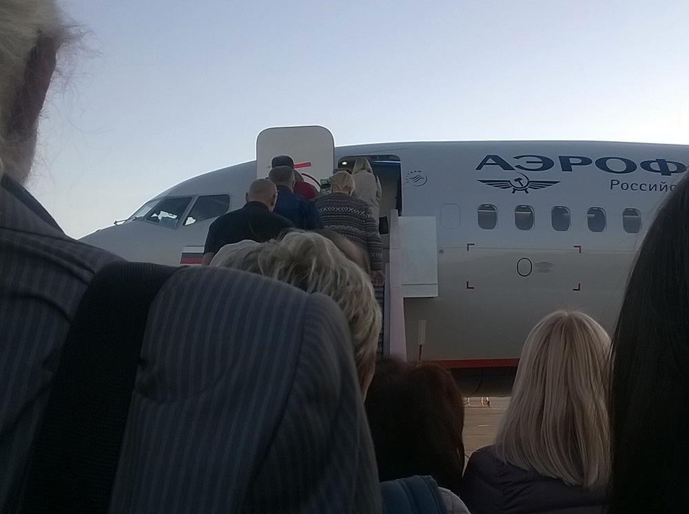 Magnitogorsk_Airport_posadka_na_samolet