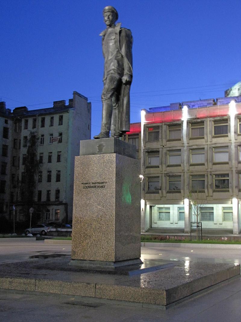 Pamyatnik Dzerzhinskomu v Sankt Peterburge