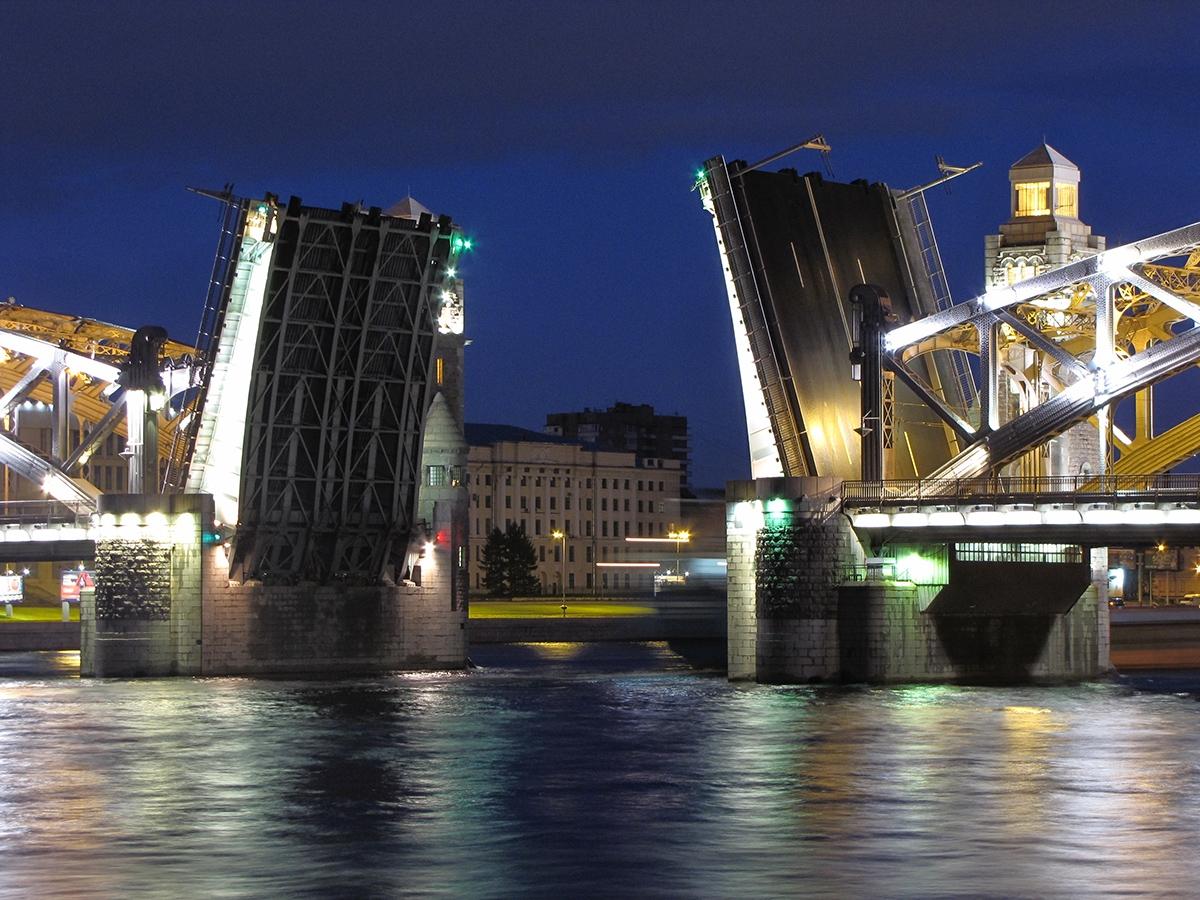 Razvod Bolsheokhtinsgogo mosta