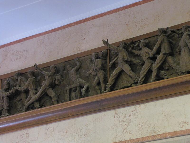 Reljefi u holu Istorijskog muzeja Srbije