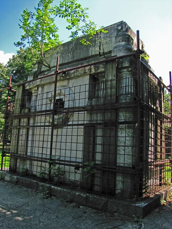 Glavni spomenik nemačkog vojničkog groblja